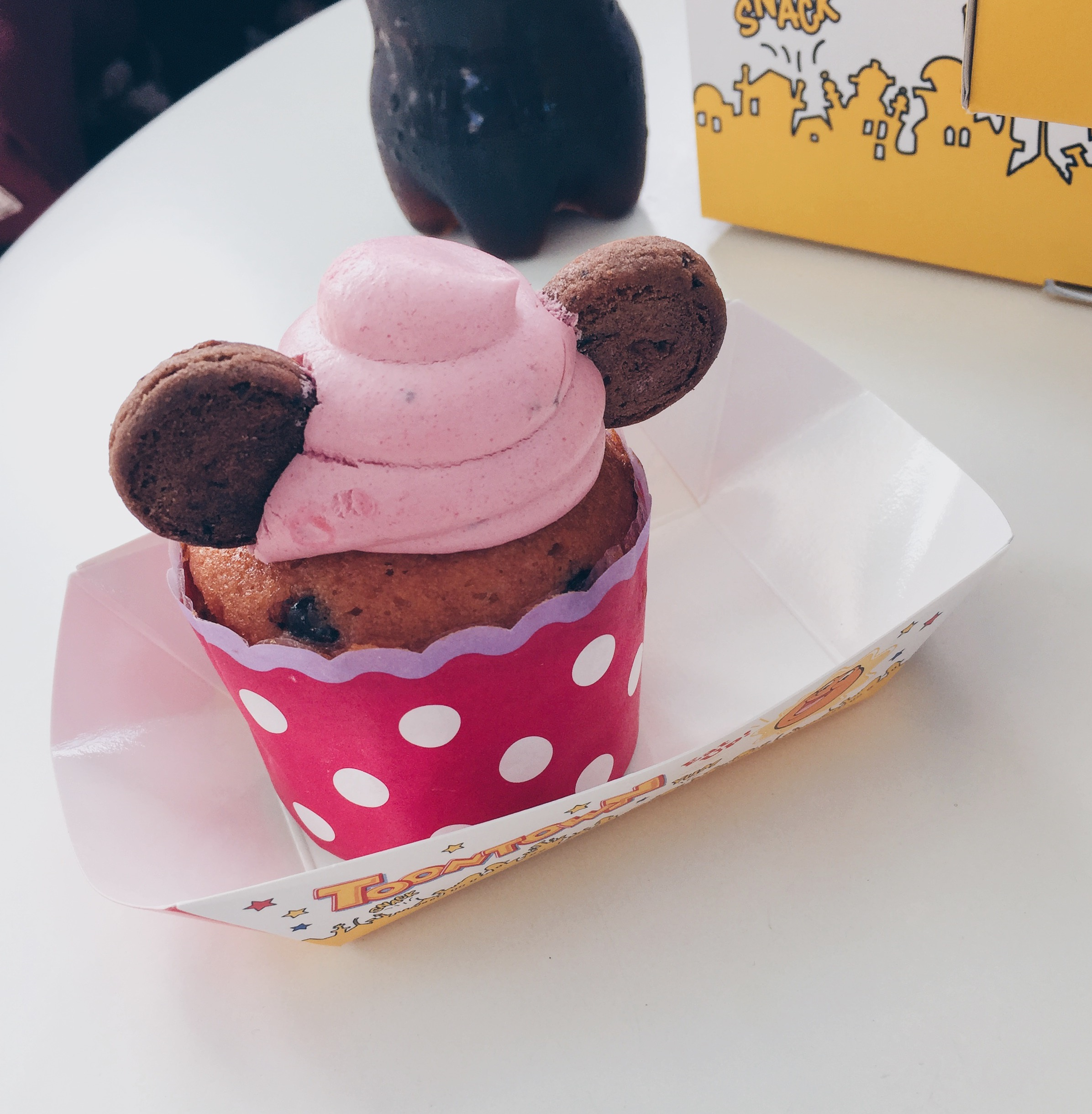 Japan, Tokyo Disneyland - Huey, Dewey and Louie's Good Time Cafe - Strawberry Chocolate Chip Muffin - helloteri